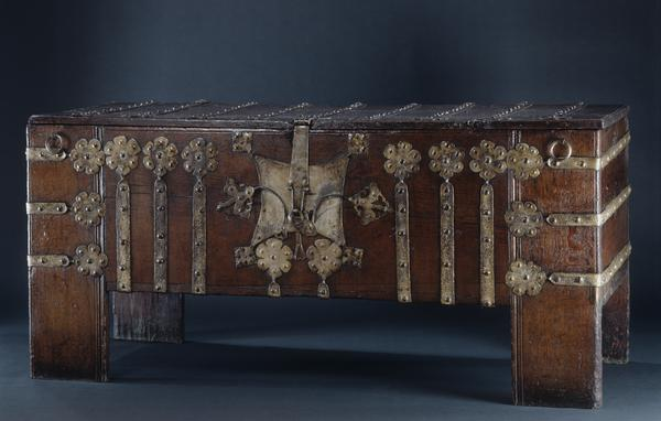 antique,period,chest,coffer,Stollentruhe,German,westphalia,oak,iron,gothic,medieval,cupboard,chest-on-stand,cabinet,writing desk,cabinet-on-stand,bookcase,commode,dresser